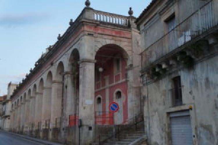 https://www.ragusanews.com//immagini_articoli/12-10-2017/ragusa-comune-affitto-locali-mercato-500.jpg