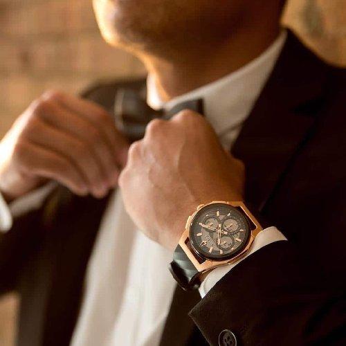 https://www.ragusanews.com//immagini_articoli/12-10-2019/bulova-e-quell-orologio-curvo-che-si-adatta-al-polso-500.jpg