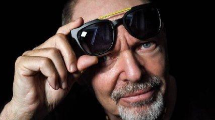 https://www.ragusanews.com//immagini_articoli/12-10-2019/costano-59-euro-gli-occhiali-firmati-da-vasco-rossi-240.jpg