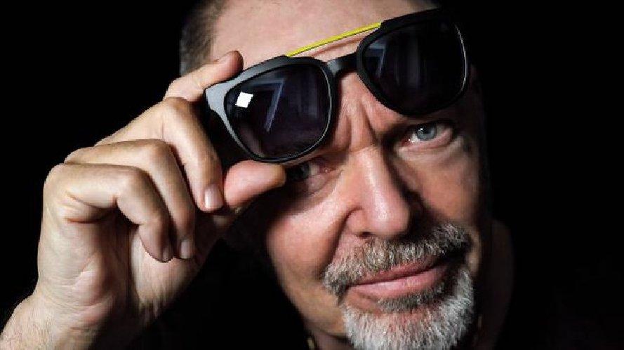 https://www.ragusanews.com//immagini_articoli/12-10-2019/costano-59-euro-gli-occhiali-firmati-da-vasco-rossi-500.jpg
