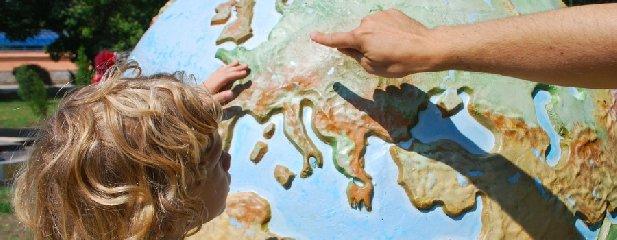 https://www.ragusanews.com//immagini_articoli/12-10-2019/insegnamento-la-geografia-ai-geografi-grazie-240.jpg