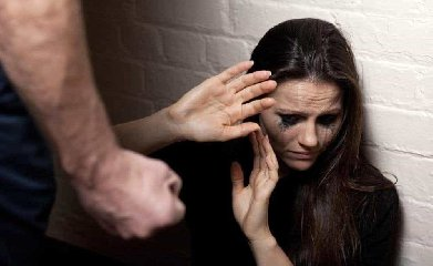 https://www.ragusanews.com//immagini_articoli/12-10-2019/rumeno-picchiava-la-compagna-arrestato-240.jpg