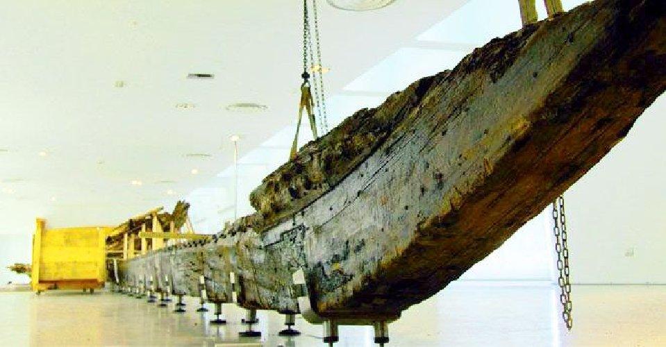 https://www.ragusanews.com//immagini_articoli/12-10-2020/archeologia-dopo-restauro-sara-esposta-la-nave-arcaica-500.jpg