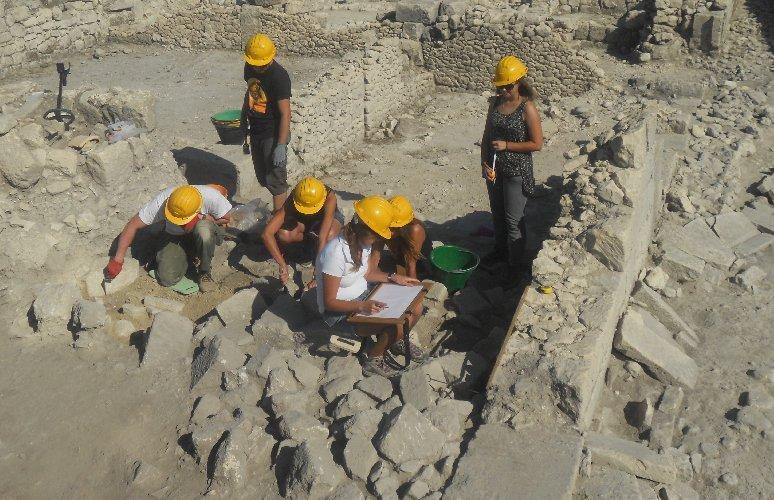 https://www.ragusanews.com//immagini_articoli/12-10-2020/archeologia-in-sicilia-scoperta-una-domus-romana-500.jpg