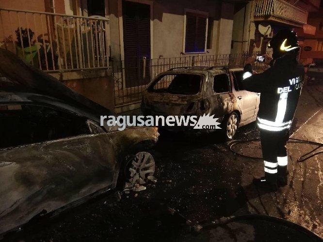 https://www.ragusanews.com//immagini_articoli/12-11-2018/auto-fuoco-notte-pozzallo-500.jpg