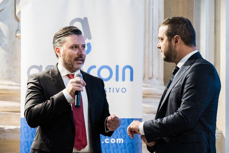 https://www.ragusanews.com//immagini_articoli/12-11-2018/forum-assocoin-blockchain-economy-ragusa-500.jpg