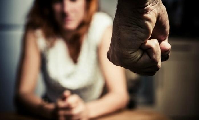 http://www.ragusanews.com//immagini_articoli/12-12-2016/minaccia-l-ex-moglie-con-un-coltello-allontanato-dalla-casa-familiare-420.jpg