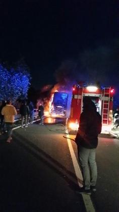 https://www.ragusanews.com//immagini_articoli/12-12-2016/tir-prende-fuoco-sulla-modica-ispica-traffico-in-tilt-420.jpg