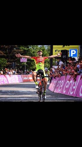 https://www.ragusanews.com//immagini_articoli/12-12-2017/ciclista-francesco-romano-premio-padua-500.jpg