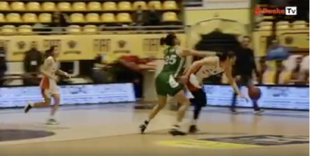 http://www.ragusanews.com//immagini_articoli/12-12-2017/eccolo-pugno-cestista-passalacqua-video-500.png
