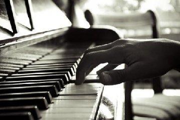 http://www.ragusanews.com//immagini_articoli/12-12-2017/modica-concerto-pianoforte-clarinetto-240.jpg