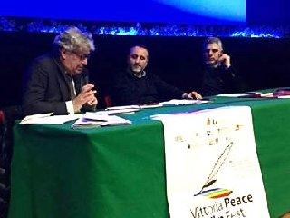 http://www.ragusanews.com//immagini_articoli/12-12-2017/vittoria-giornalisti-mafia-insabbiati-240.jpg