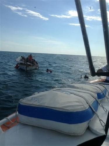 http://www.ragusanews.com//immagini_articoli/13-01-2014/barca-in-panne-pescatore-rischia-assideramento-soccorso-500.jpg