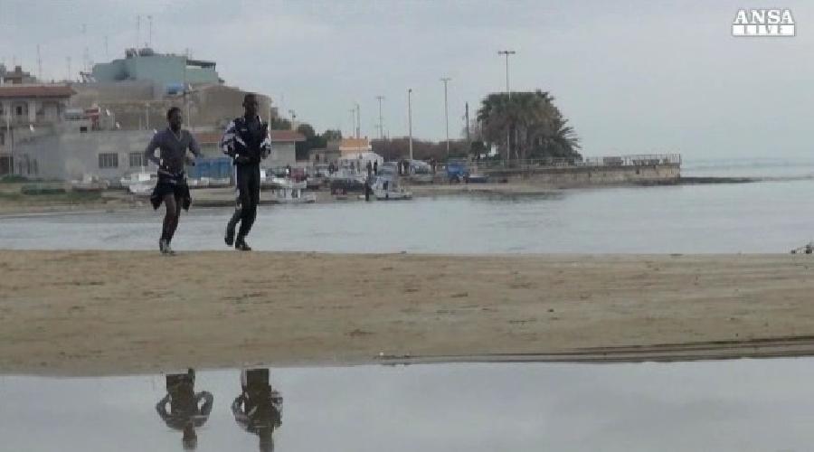 http://www.ragusanews.com//immagini_articoli/13-01-2014/rifugiati-a-ragusa-corrono-la-maratona-500.jpg
