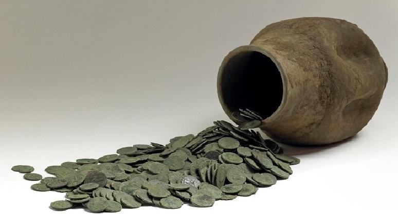 http://www.ragusanews.com//immagini_articoli/13-01-2017/archeologia-ripostigli-monetari-420.jpg