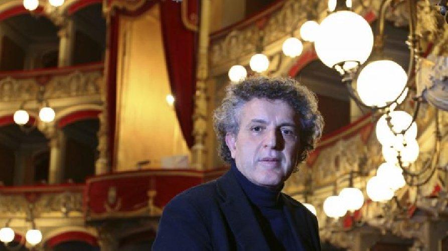 https://www.ragusanews.com//immagini_articoli/13-01-2019/colto-infarto-durante-concerto-pianista-catanese-nicolosi-500.jpg