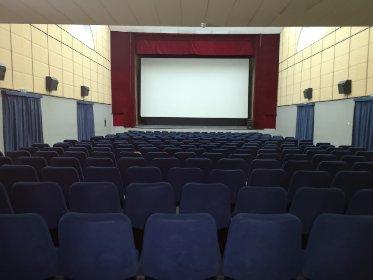 https://www.ragusanews.com//immagini_articoli/13-01-2021/1610525302-misure-anti-covid-i-processi-si-fanno-al-cinema-foto-8-280.jpg