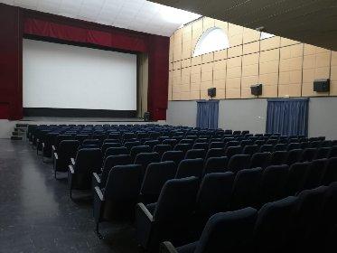 https://www.ragusanews.com//immagini_articoli/13-01-2021/1610525302-misure-anti-covid-i-processi-si-fanno-al-cinema-foto-9-280.jpg