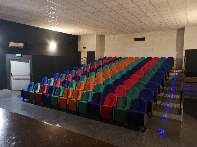 https://www.ragusanews.com//immagini_articoli/13-01-2021/1610525303-misure-anti-covid-i-processi-si-fanno-al-cinema-foto-12-500.jpg