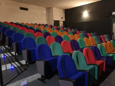 https://www.ragusanews.com//immagini_articoli/13-01-2021/1610525304-misure-anti-covid-i-processi-si-fanno-al-cinema-foto-13-280.jpg