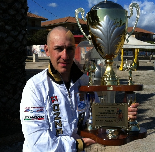 https://www.ragusanews.com//immagini_articoli/13-02-2012/cicli-massari-ragusa-enrico-di-martino-vince-ad-avola-500.jpg