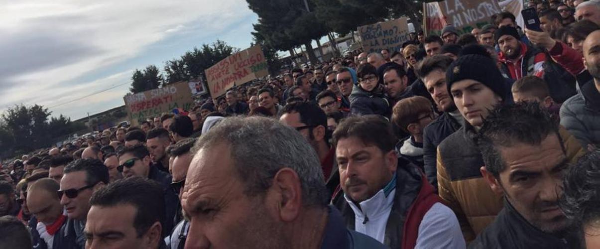 http://www.ragusanews.com//immagini_articoli/13-02-2016/agricoltura-in-ginocchio-in-migliaia-in-strada-a-vittoria-500.jpg
