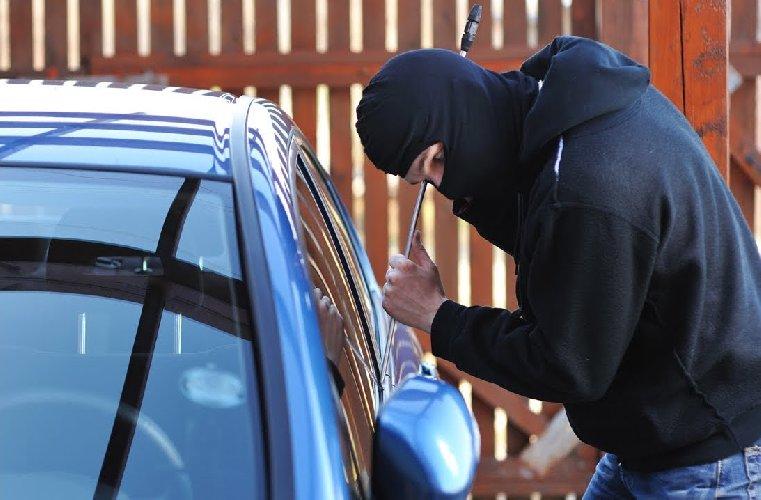 https://www.ragusanews.com//immagini_articoli/13-02-2020/ispica-arrestati-due-ladri-d-auto-500.jpg