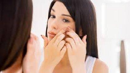https://www.ragusanews.com//immagini_articoli/13-02-2020/la-dieta-anti-acne-240.jpg