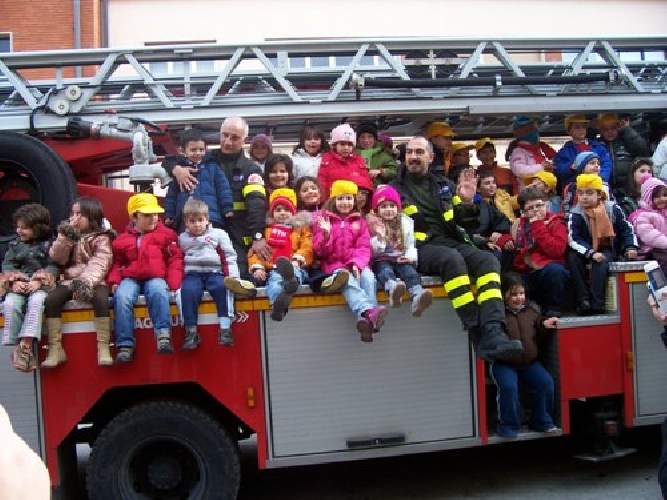 https://www.ragusanews.com//immagini_articoli/13-03-2008/a-scuola-di-cioccolato-passando-dai-vigili-del-fuoco-500.jpg