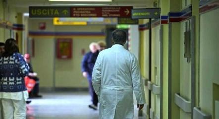 http://www.ragusanews.com//immagini_articoli/13-03-2016/timbrati-in-ospedale-ma-assenti-l-asp-di-ragusa-pronta-a-sospenderli-240.jpg