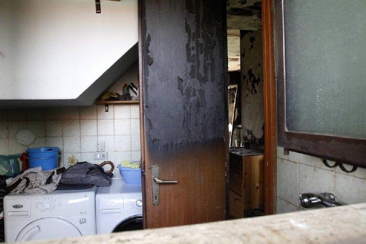 http://www.ragusanews.com//immagini_articoli/13-03-2018/modica-chiude-bagno-fuoco-500.jpg