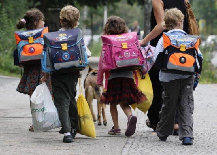 https://www.ragusanews.com//immagini_articoli/13-03-2018/modica-mandano-figli-scuola-denunciati-genitori-500.jpg