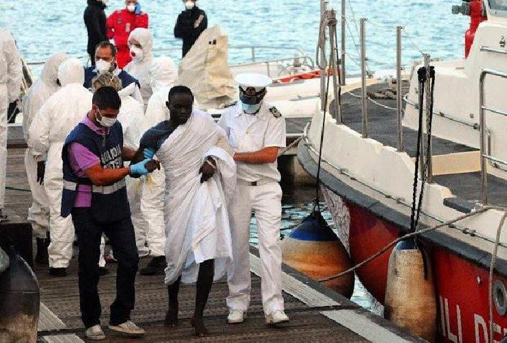 https://www.ragusanews.com//immagini_articoli/13-03-2018/sbarco-pozzallo-migrante-22enne-muore-fame-500.jpg