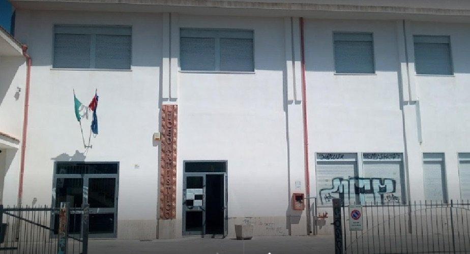 https://www.ragusanews.com//immagini_articoli/13-03-2019/affitto-alberghiero-modica-lettera-imprenditore-500.jpg