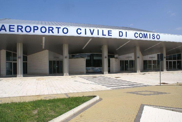 https://www.ragusanews.com//immagini_articoli/13-03-2020/virus-chiude-stasera-l-aeroporto-di-comiso-500.jpg