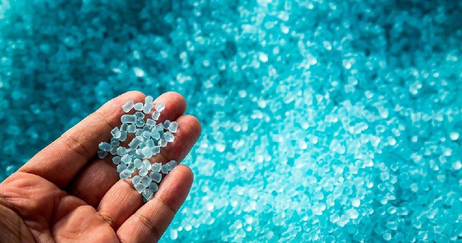 https://www.ragusanews.com//immagini_articoli/13-03-2021/allarme-plastica-mancano-polimeri-nella-farmaceutica-e-negli-alimentari-500.jpg
