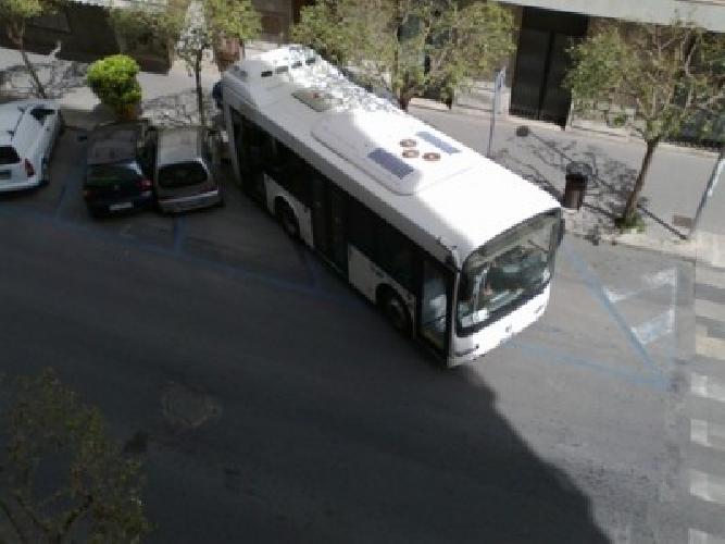 https://www.ragusanews.com//immagini_articoli/13-04-2014/autobus-senza-passeggeri-e-autista-si-scontra-con-due-auto-500.jpg