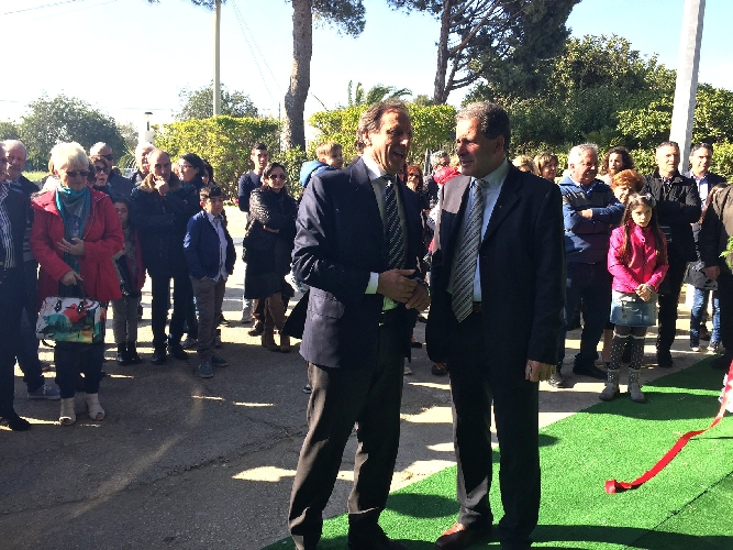 https://www.ragusanews.com//immagini_articoli/13-04-2015/massimo-di-risio-inaugura-la-concessionaria-dr-a-scicli-500.jpg