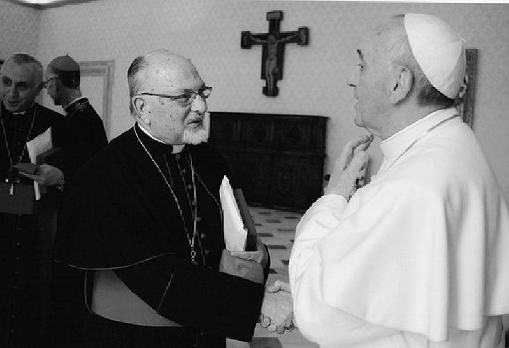 http://www.ragusanews.com//immagini_articoli/13-04-2015/si-dimette-il-vescovo-urso-500.jpg