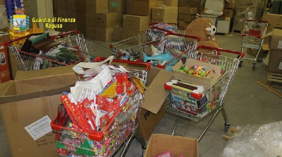 Cosenza, sequestrati 118 mila giocattoli e cosmetici pericolosi