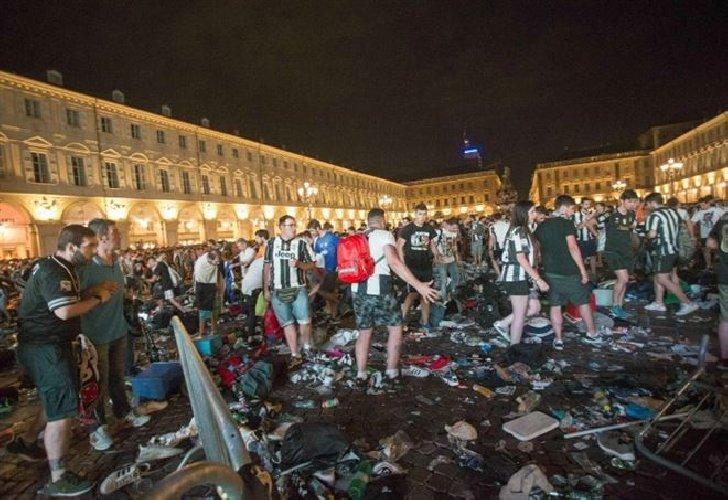 https://www.ragusanews.com//immagini_articoli/13-04-2018/arresti-fatti-piazza-carlo-torino-500.jpg
