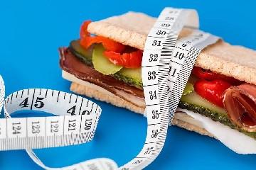 https://www.ragusanews.com//immagini_articoli/13-04-2020/dieta,-quanti-pasti-fare-al-giorno-per-dimagrire-240.jpg