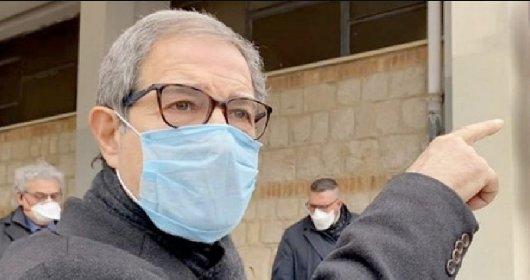 https://www.ragusanews.com//immagini_articoli/13-04-2021/musumeci-disperato-a-caccia-dei-nonni-che-non-si-sono-vaccinati-280.jpg