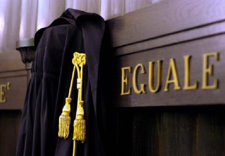 http://www.ragusanews.com//immagini_articoli/13-05-2016/avvocati-penalisti-astensioni-dalle-udienze-500.jpg