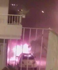 https://www.ragusanews.com//immagini_articoli/13-05-2019/due-auto-a-fuoco-a-pozzallo-il-video-rogo-240.jpg