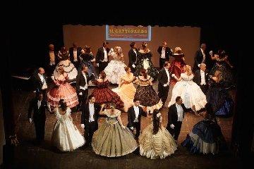 https://www.ragusanews.com//immagini_articoli/13-05-2019/il-gran-ballo-800-in-teatro-a-modica-240.jpg