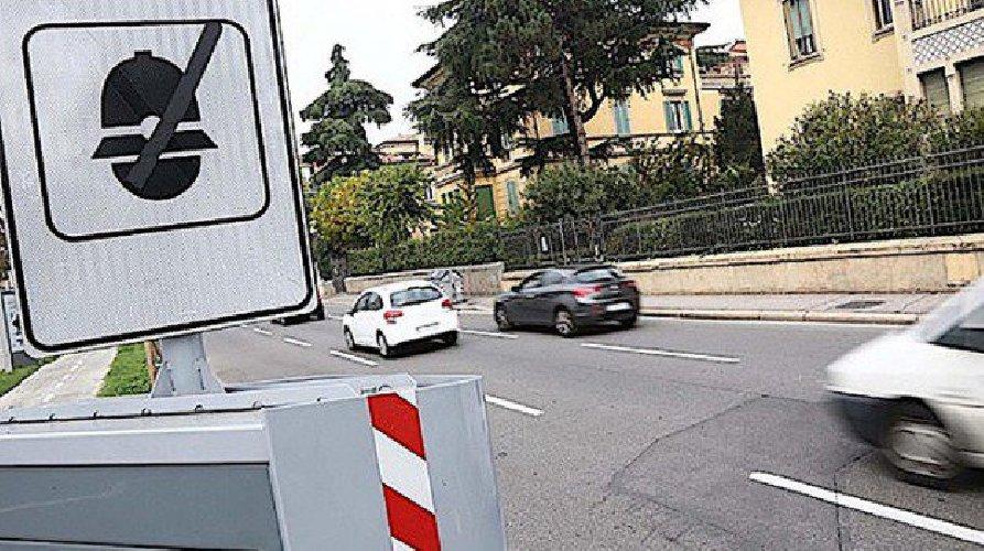 https://www.ragusanews.com//immagini_articoli/13-05-2019/multa-impugnabile-se-autovelox-installato-senso-di-marcia-opposto-500.jpg