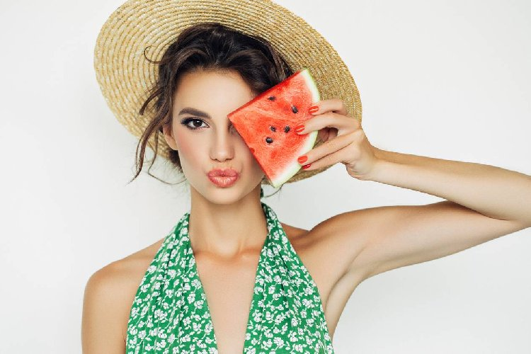 https://www.ragusanews.com//immagini_articoli/13-05-2021/dieta-dell-anguria-menu-quanto-si-dimagrisce-500.jpg