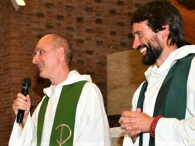 https://www.ragusanews.com//immagini_articoli/13-05-2021/due-preti-lasciano-la-chiesa-siamo-innamorati-500.jpg