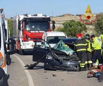 https://www.ragusanews.com//immagini_articoli/13-05-2021/furgone-contro-auto-ferito-21enne-280.jpg